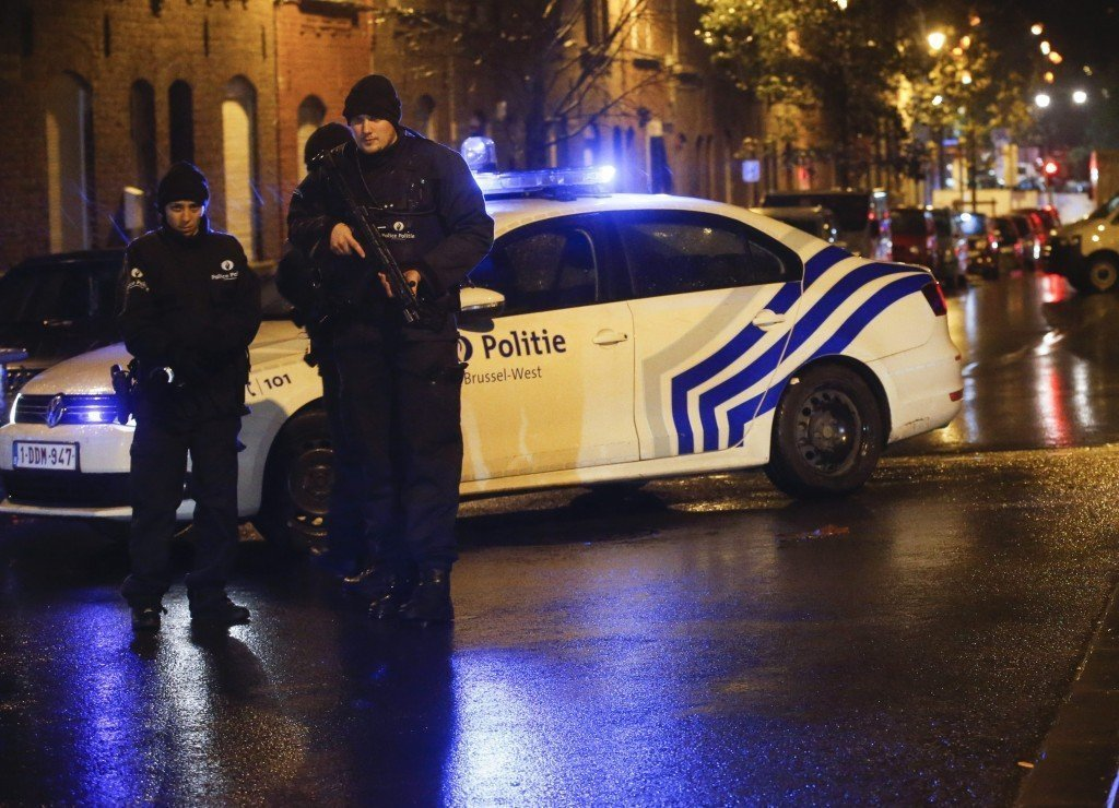 Arrest in Brussels during raids linked to Paris attacks
