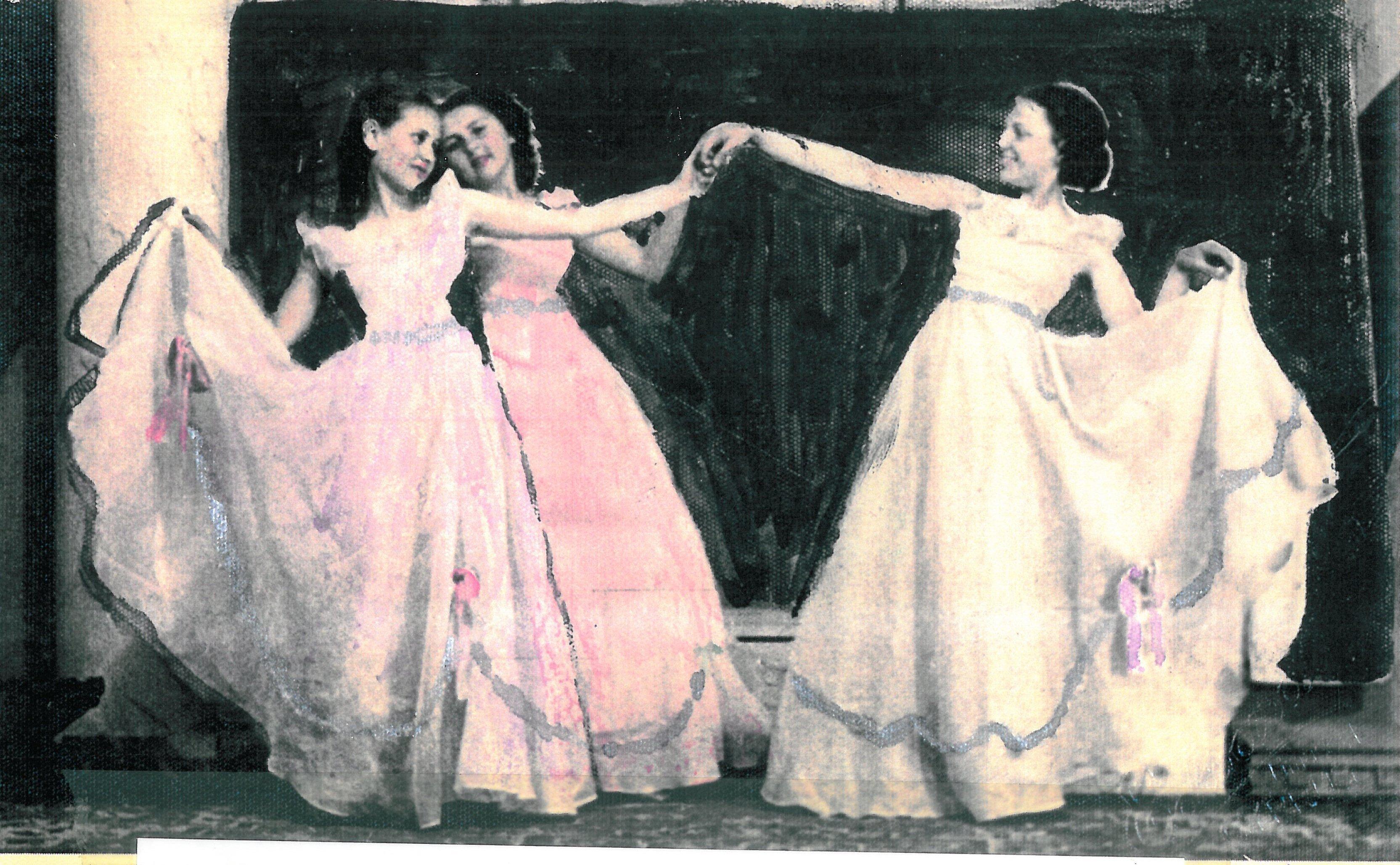 Από το έργο Gavotte Stephanieπου χορεύτηκε για πρώτη φορά σε Χριστουγεννιάτικη παράσταση το 1939