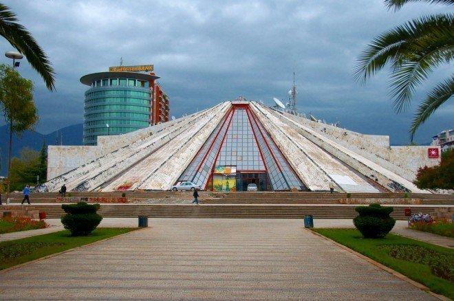 Πυραμίδα Εμβέρ Χότζα