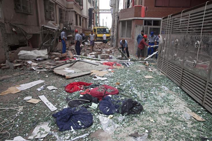 a91a96d8e62 ... αυξήθηκε χθες στους 13 νεκρούς, ενώ οι τραυματίες είναι πάνω από  πενήντα από τη νέα καταστροφή που έπληξε τη βιομηχανία ρούχων του  Μπαγκλαντές, ...