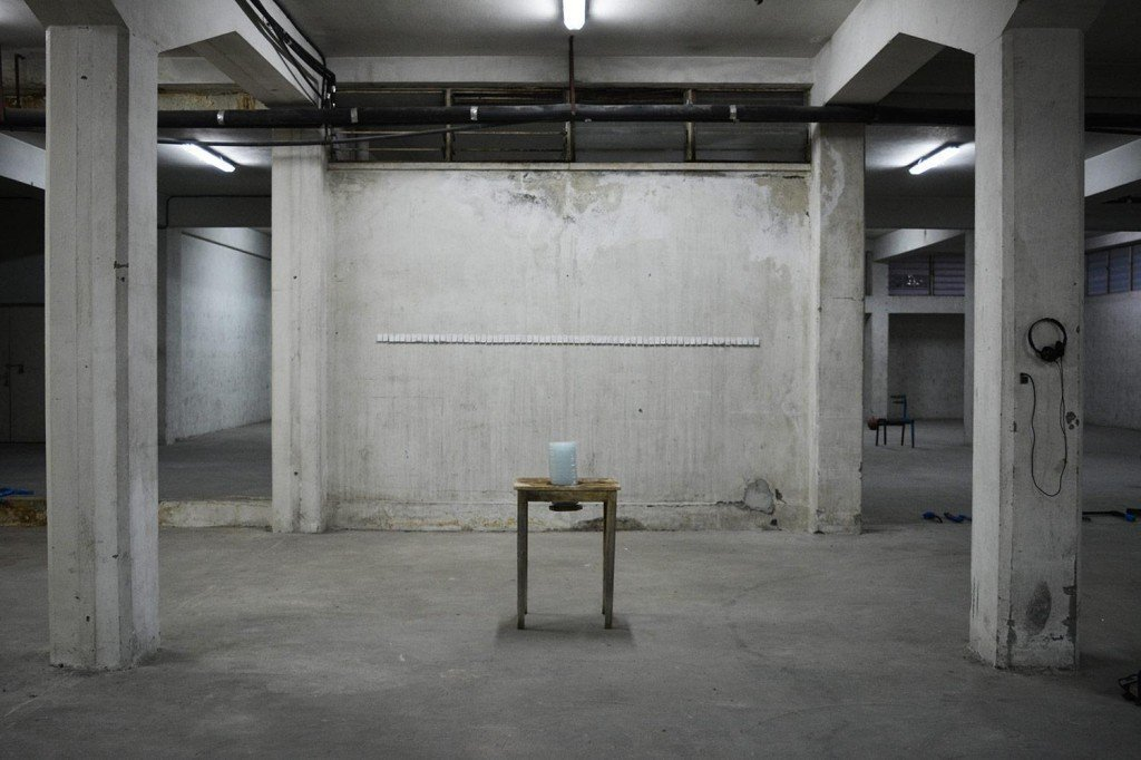 """AνναΜαρία Χαραλάμπους, """"Humpty Dumpty"""", plates on wooden table, tea bags, sound, dimensions variable, 2016"""