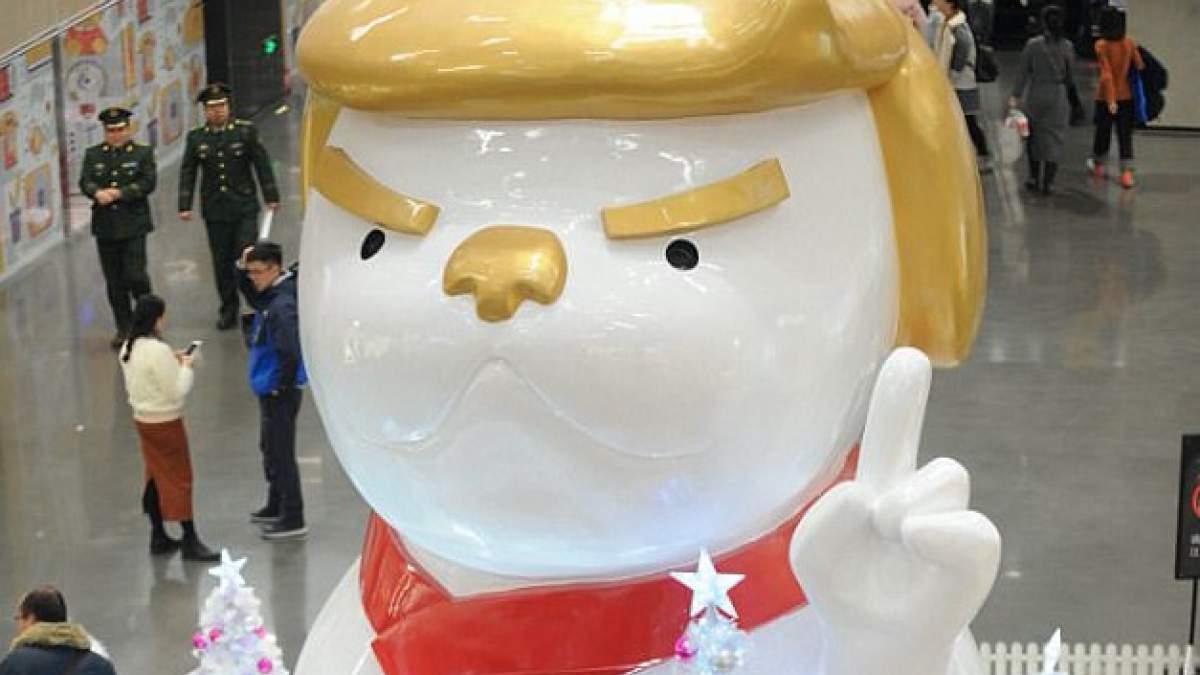 a7d66c9a4b02 Κίνα  Η Χρονιά του Σκύλου έγινε άγαλμα με τη μορφή του Τραμπ  ΒΙΝΤΕΟ