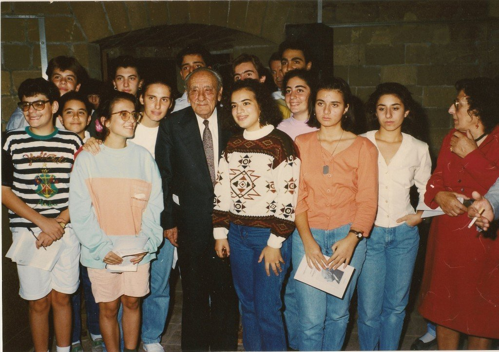Από την επίσκεψη του Νικηφόρου Βρεττάκου στην Κύπρο και την τιμητική εκδήλωση που διοργάνωσε η ΕΛΚ (19 Οκτωβρίου 1990).