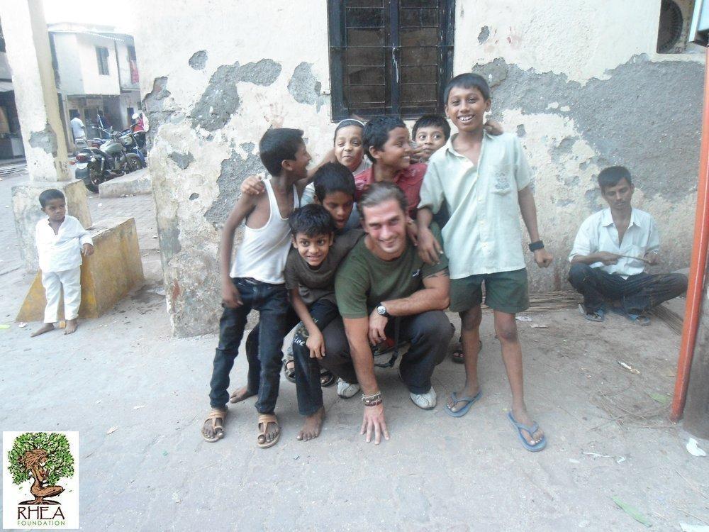 Κοντά Σε Παιιδιά Της Ινδίας