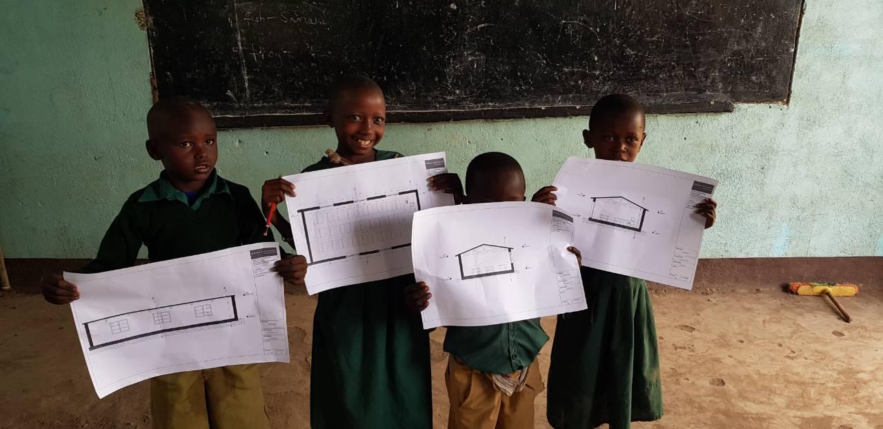 Τα Παιδιά Της Φυλής Μαασάι Με Τα Σχέδια Για Το Σχολείο Τους