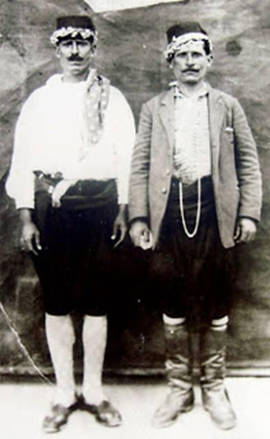 2. Λινοβάμβακοι με το χαρακτηριστικό τουρκικό φέσι.