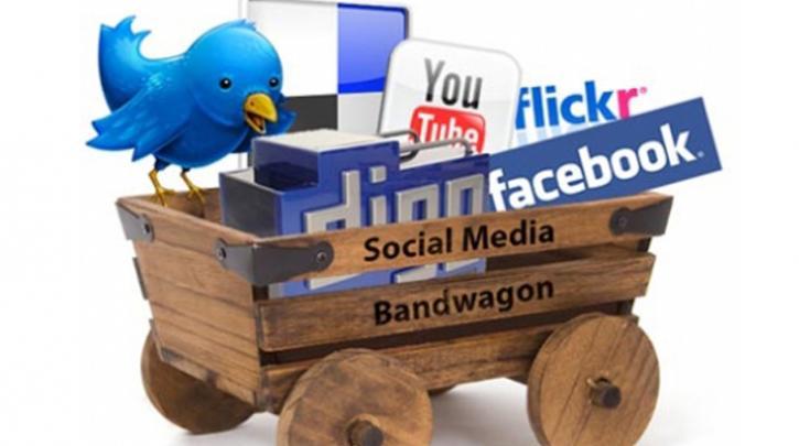 «Κολλημένοι» οι Κύπριοι με Facebook, Twitter και Instagram