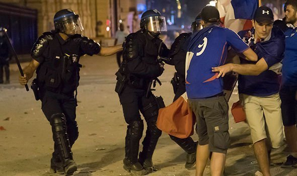 French-riot-1421756