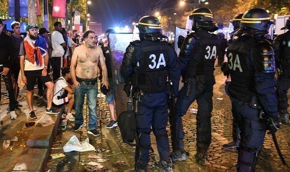 World-Cup-riots-france-france-paris-riots-1421547