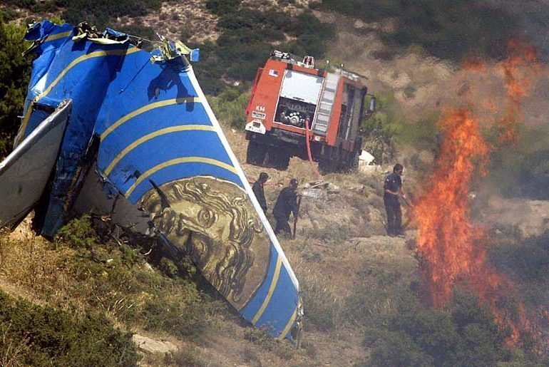 feature-george-Firefighters-extinguish-flames-from-the-Helios-crash-with-plane-wreckage-debris-nearby-770x515 Συγκλονιστικό ηχητικό ντοκουμέντο από τη συντριβή του αεροσκάφους της Helios