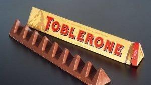Η ευρωπαϊκή ακροδεξιά κήρυξε τον πόλεμο στη… σοκολάτα Toblerone