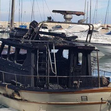 Βραχυκύκλωμα η φωτιά σε ιδιωτικό σκάφος αναψυχής στο Λατσί