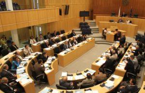Στην Ολομέλεια παραπέμπονται αύριο τα νομοσχέδια για τα τέλη κυκλοφορίας