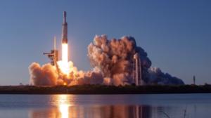 O ισχυρότερος πύραυλος του κόσμου, έκανε την πρώτη του εμπορική εκτόξευση
