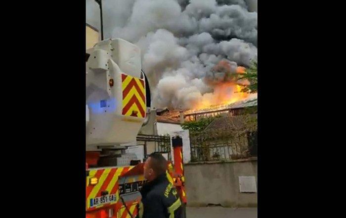 Αποτέλεσμα εικόνας για Μεγάλη φωτιά στις Βερσαλλίες