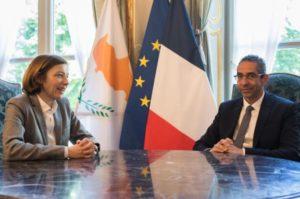 Υπεγράφη έγγραφο στην Γαλλία για τη στρατιωτική συνεργασία