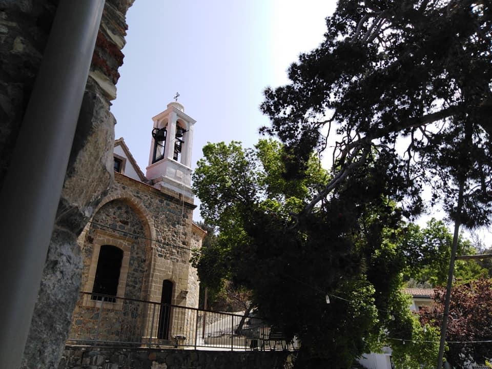 η εκκλησία του χωριού που χρονολογείται ραντεβού με τον Νοξ.