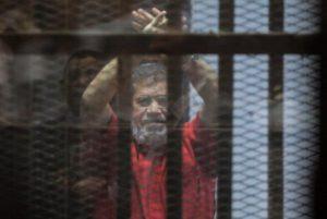 Πέθανε ο Μοχάμεντ Μόρσι, πρώην πρόεδρος της Αιγύπτου – Κατέρρευσε μετά από δίκη