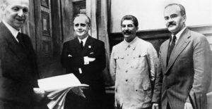 Σοβιετικά έγγραφα για το Σύμφωνο Μολότοφ – Ρίμπεντροπ: Άκου (κρυφο)φασιστάκο