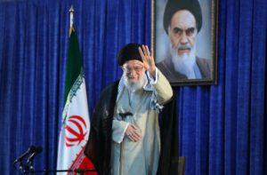 Η Τεχεράνη δεν θα ξεγελαστεί από τα «πολιτικά κόλπα» των ΗΠΑ, δηλώνει ο Χαμενεϊ