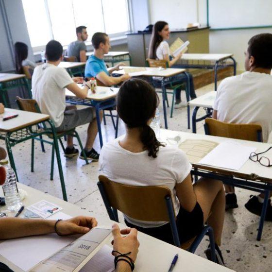 Ελλάδα: Μαθητές καταγγέλλουν ότι δεν έδωσαν Πανελλήνιες γιατί οι εργοδότες δεν τους άφησαν