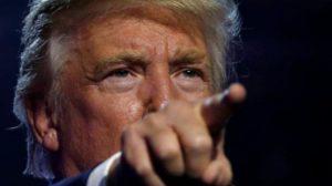 Ο Τραμπ διαμηνύει ότι θα αρχίσουν να απελαύνονται «εκατομμύρια» παράτυποι μετανάστες