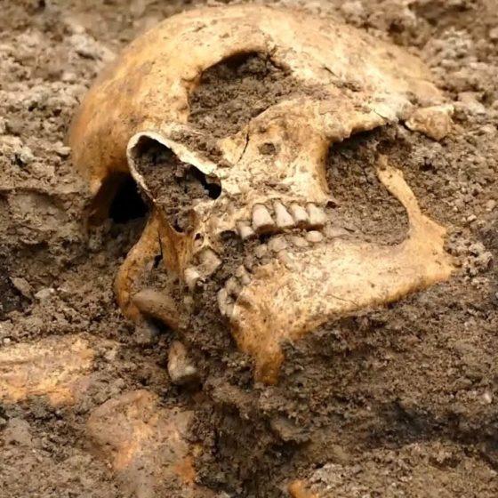 Η αρχαιολογική σκαπάνη αποκάλυψε σπάνιο τάφο – βάρκα της εποχής των Βίκινγκς