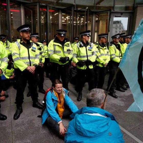 Αποκλεισμός των γραφείων του BBC από ακτιβιστές περιβαλλοντικής οργάνωσης