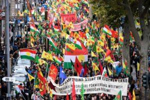 Γερμανία: 10.000 διαδήλωσαν στην Κολωνία υπέρ των Κούρδων