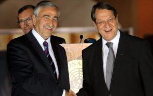 Αρνείται να σχολιάσει τις δηλώσεις Ταλάτ η Κυβέρνηση περί «τζάμπα εξόδων» στο Βερολίνο