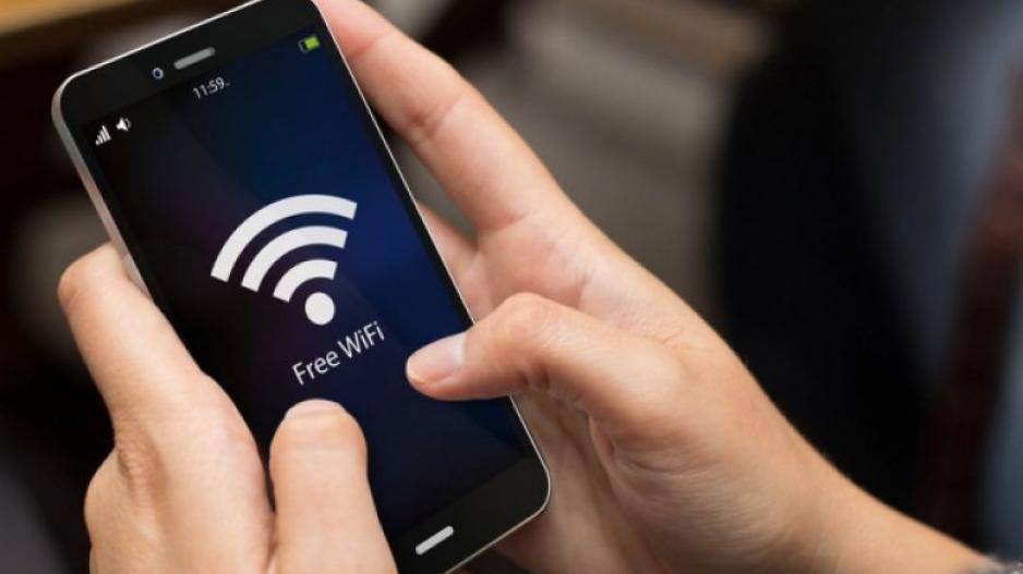 Δείτε πως θα προστατευτείτε όταν χρησιμοποιείτε το δωρεάν WiFi hotspot στις διακοπές σας