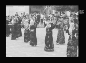 1β. Λαϊκοί χοροί κατά την τελετή στο Τουρκικό Παρθεναγωγείο Λευκωσίας στις 03.05.1963