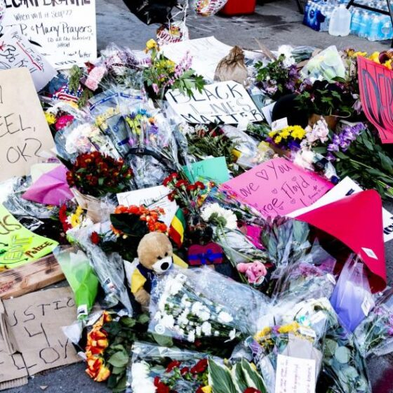 Δεύτερη νύχτα ταραχών μετά τη δολοφονία του Φλόιντ από αστυνομικούς – Νέο βίντεο ντοκουμέντο