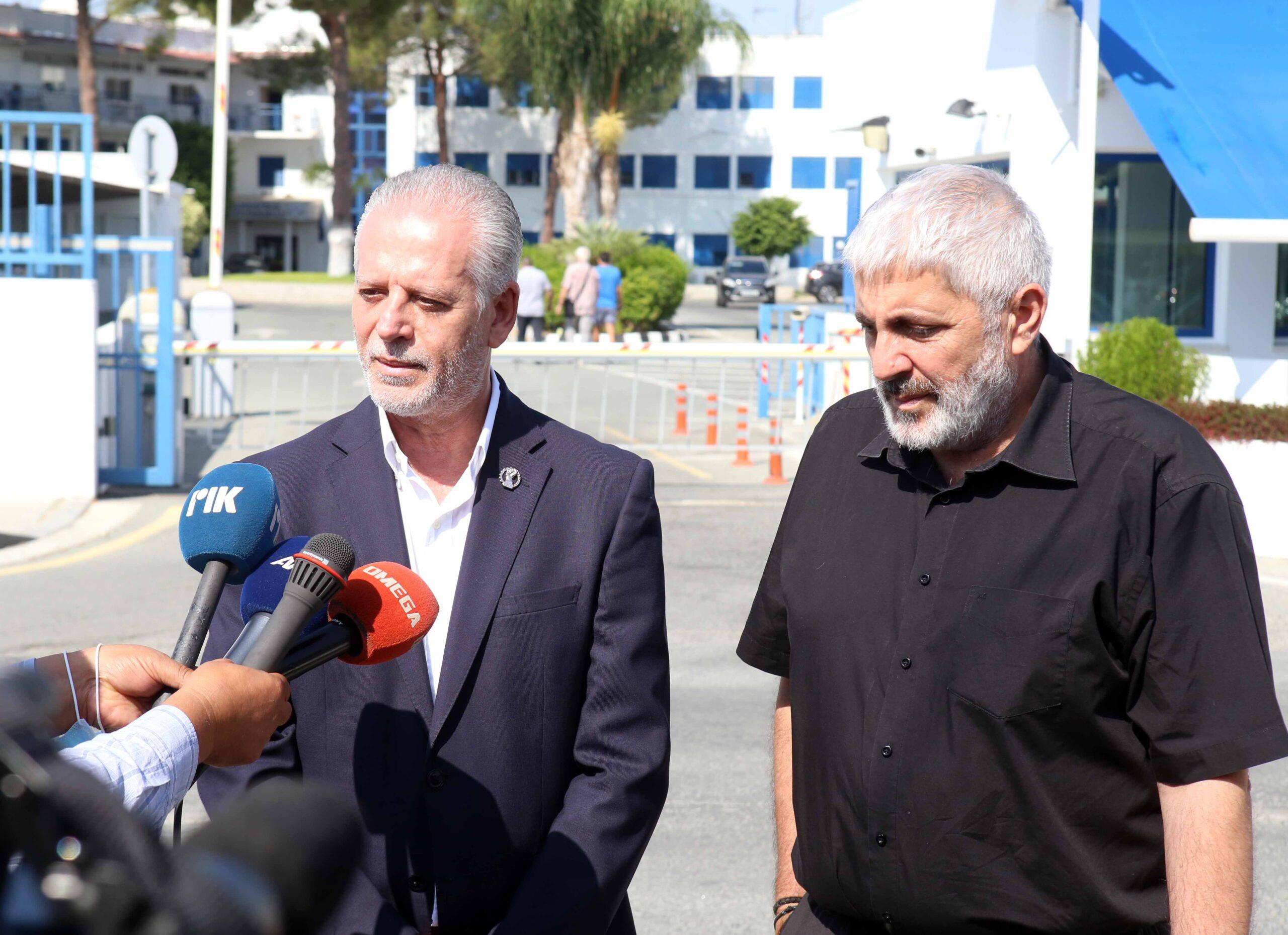 Παρέδωσε τα έγγραφα που κατέχει για τις πολιτογραφήσεις ο Μ. Σιζόπουλος