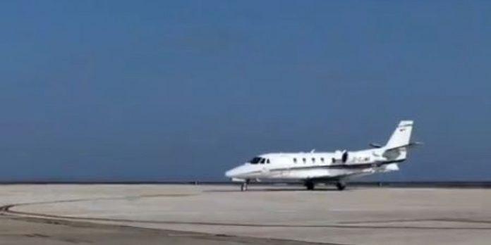 Η στιγμή που το αεροπλάνο με εμβόλια Pfizer προσγειώνεται στη Λάρνακα (βίντεο)