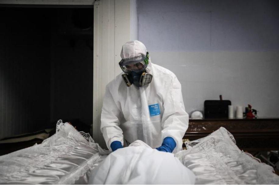 Στα 194,4 εκ τα κρούσματα COVID διεθνώς, άνω των 4 εκ οι θάνατοι, 176,4 εκ αποθεραπεύτηκαν