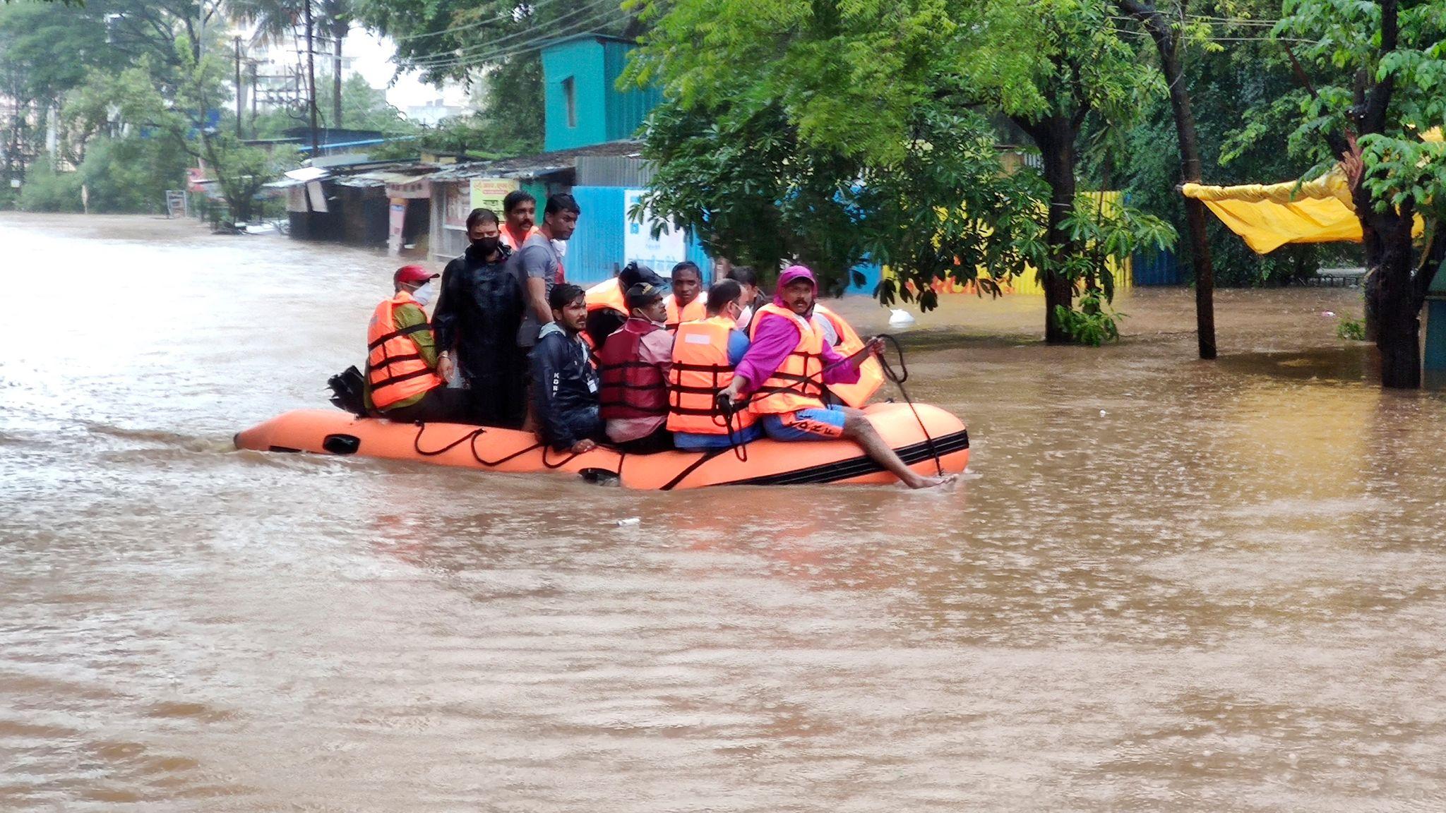 Τουλάχιστον 115 οι νεκροί από τις βροχές των μουσώνων στην Ινδία